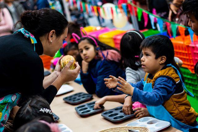 Los talleres del espacio Choco-Kids estarán a cargo de La Revolución, serán en vivo y durarán 30 minutos. Grandes y chicos podrán participar y aprender más sobre el superalimento que es el cacao de origen peruano. (Foto: La Revolución)