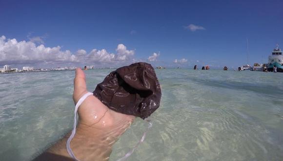 Desde el 12 de agosto de 2019, los jóvenes integrantes de Snorkeling For Trash acuden cada fin de semana a limpiar arenales y una porción de fondo marino de playas de la zona hotelera de Cancún y Playa del Carmen. (Foto: EFE/Snorkeling for Trash)