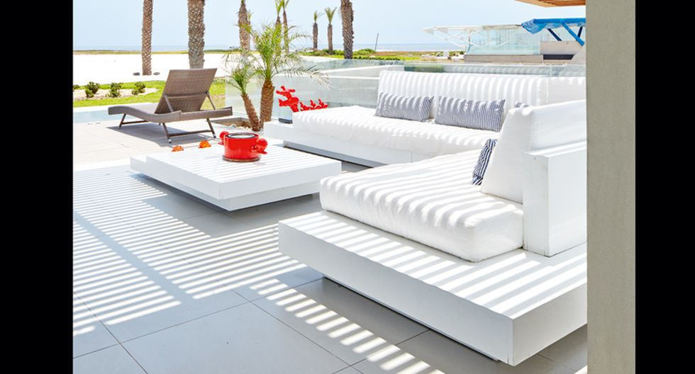 En la terraza se hicieron muebles fijos de MDF. Lucen un acabado brillante.(Foto: Jaime Gianella. Styling María Lucía Ruzo)