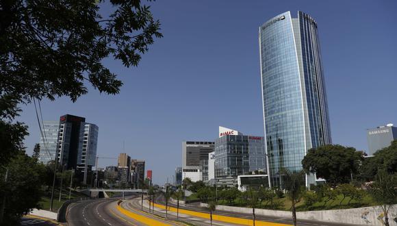 Imagen de la vía expresa de Lima durante la cuarentena, el último sábado 21 de marzo. (Foto: EFE).