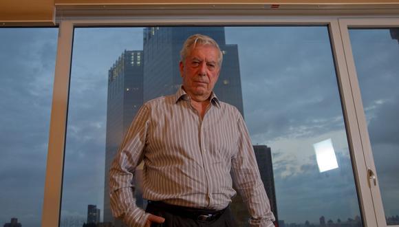El escritor peruano Mario Vargas Llosa en su departamento en Manhattan en una foto tomada en octubre del 2010. Fue en esta locación en la que recibió la noticia del premio Nobel en 2010.  (Foto: Richard Hirano/El Comercio)