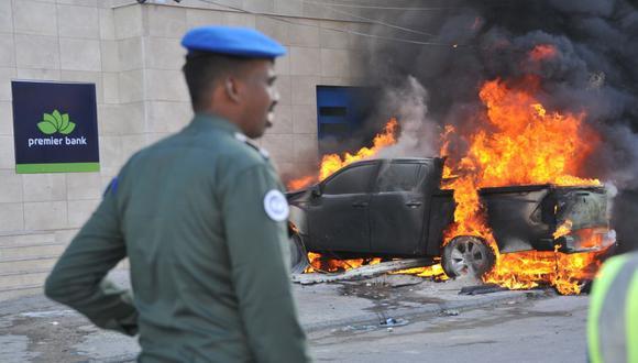 Hombres armados irrumpen en hotel de Mogadiscio, capital de Somalia, tras explosión de un coche bomba. (Foto referencial, Mohamed ABDIWAHAB / AFP).