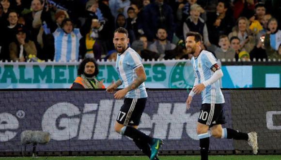 Nicolás Otamendi y Lionel Messi comparten juntos en la selección de Argentina.