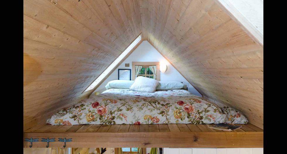 En lo más alto de la vivienda está ubicado el dormitorio, que además tiene un excelente vista del lugar. (Foto: Airbnb)