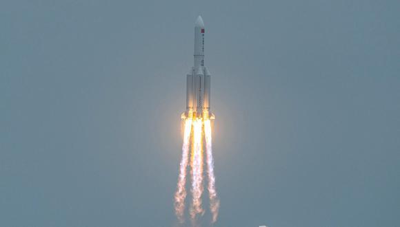 El cohete Long March 5B que puso en órbita el primer tramo de la estación espacial de China. (Foto: STR / AFP)