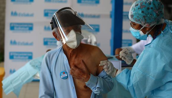 La vacunación de adultos mayores se desarrolla desde la semana pasada. (Foto: GEC)