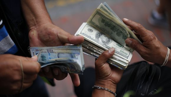 En el mercado paralelo o informal, el tipo de cambio se cotizaba a S/3,515 la venta. (Foto: GEC)
