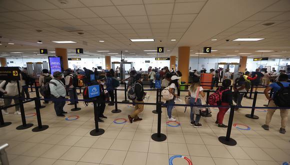 La suspensión de los vuelos de pasajeros provenientes de destinos con una duración mayor a 8 horas rige a partir de hoy 6 de enero. (Foto: Hugo Pérez/GEC)