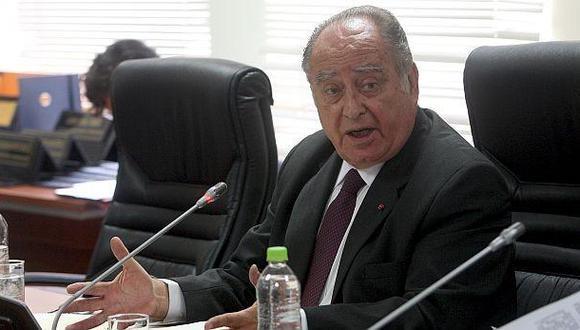Flores-Aráoz propone creación de red de farmacias municipales