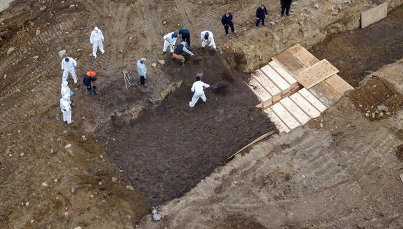 Coronavirus New York | Desde el 9 de marzo hasta este viernes, un total de 894 personas han sido enterradas en Hart Island, el mayor cementerio municipal de Estados Unidos, gestionado por el Departamento de Correcciones y que durante 150 años ha recibido los cuerpos que nadie reclama en la Gran Manzana. (Reuters).