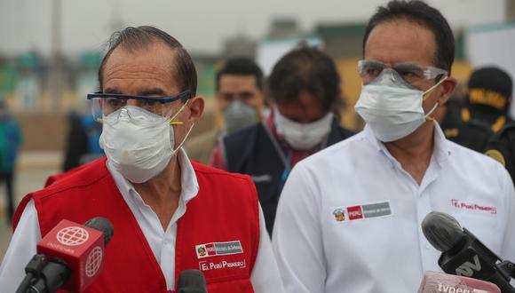 En esta fotografía se aprecia que el ministro Walter Martos está usando una mascarilla quirúrgica sobre el respirador N95 con válvula de exhalación que ha usado habitualmente en sus comisiones y que no se recomienda por el riesgo que representa. (Foto: Mindef)