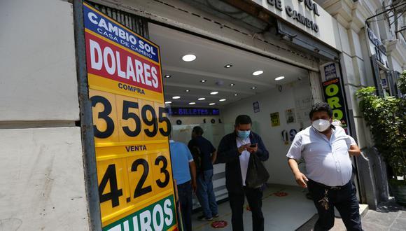 En el mercado paralelo o casas de cambio de Lima, el tipo de cambio se cotizaba a S/3,580 la compra y S/3,610 la venta. (Foto: Fernando Sangama / GEC)