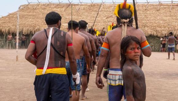 Los indígenas durante el encuentro que reunió a representantes de 14 grupos étnicos y cuatro reservas ribereñas en Menkragnoti, en el estado de Pará. Foto: LUCAS LANDAU/REDE XINGU+, via BBC Mundo