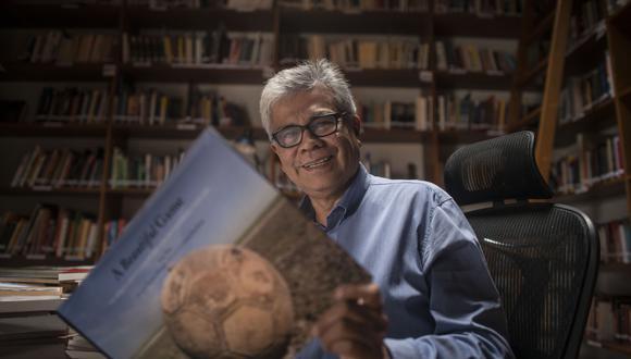 """""""Ese gol existe"""" fue el primer libro que publicó Panfichi sobre fútbol. Ahora prepara otro sobre fútbol y política. (Foto: Elías Alfageme)"""