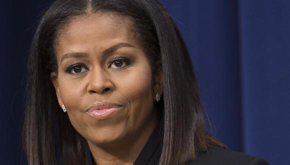 """Donald Trump es un presidente """"racista"""" cuya estrategia de provocar miedo, división y promoción de desagradables teorías de conspiración podría """"destruir"""" a Estados Unidos si es reelegido, dijo la ex primera dama Michelle Obama. (Archivo / SAUL LOEB / AFP)"""