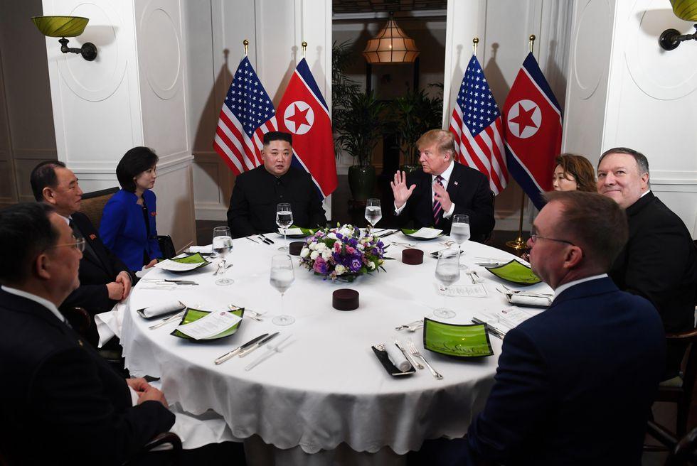 La distendida cena entre Donald Trump y Kim Jong-un. Foto: AFP