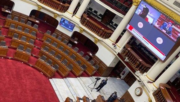 Lisuras, cigarrillos, comida y bastante descoordinación es lo que hasta ahora nos han dejado los parlamentarios en las videoconferencias realizadas, tanto en el pleno como en las comisiones. (Foto: Congreso)