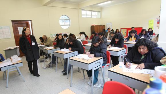 Directores y subdirectores de colegios públicos rinden examen