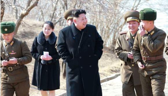 Kim Yo-jong, fotografíada aquí detrás de su hermano Kim Jong-un, ya tenía mucha influencia en la política del país.