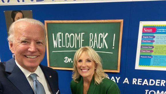 Joe Biden y su esposa Jill Biden reaccionan después de ser nominado oficialmente durante la segunda noche de la Convención Nacional Demócrata 2020 en Milwaukee, Wisconsin. (Foto: @JoeBiden, vía Twitter).