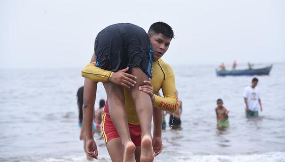 La Unidad de Salvataje de la PNP, que cuenta con 600 salvavidas, recuerda a los veraneantes respetar el código de banderas que indica las condiciones en que se encuentra el mar. (Difusión)