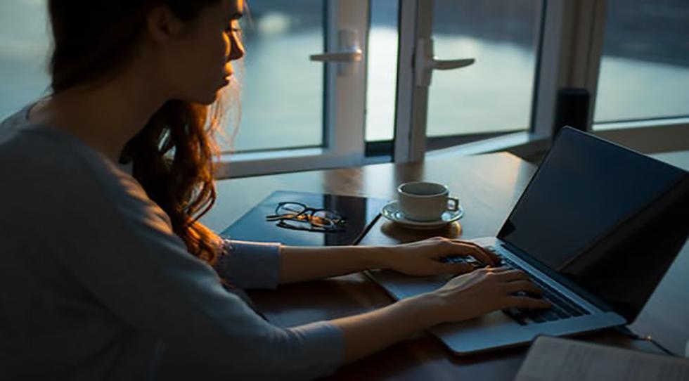 Opción YO resuelve dos problemas: le da la oportunidad a excelentes terapeutas de trabajar online, y a la vez, ayuda a pacientes de todas partes del mundo que necesitan terapia en su casa, permitiéndonos ajustarnos a las necesidades de la realidad actual.