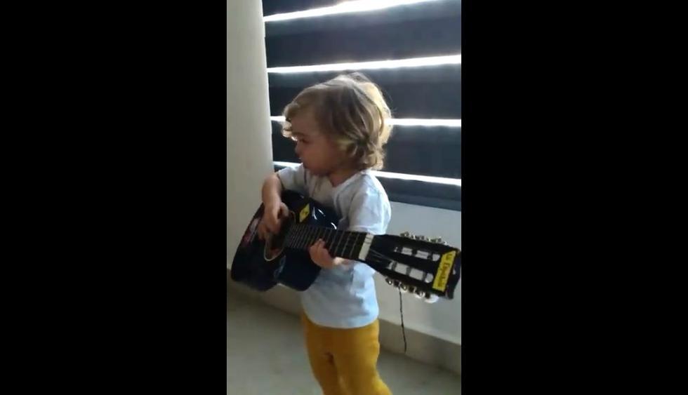 """A Facebook llegó el video de un niño siendo grabado por su mamá mientras actúa como Luis Miguel e interpreta la melodiosa """"Malagueña salerosa"""". Su canto se hizo viral entre los usuarios de las redes sociales. (Foto: Captura)"""
