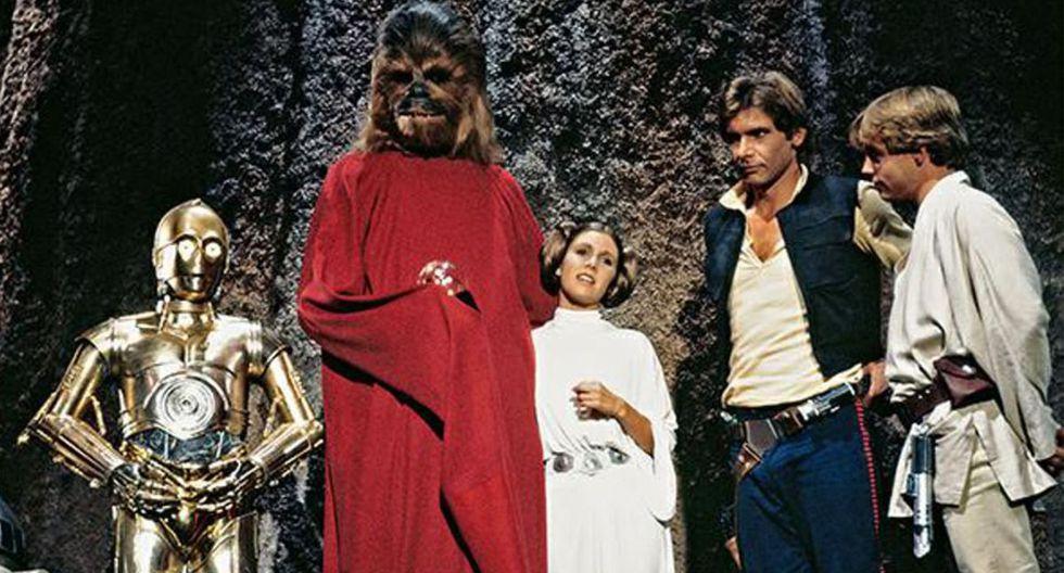 Los actores Anthony Daniels (C-3PO), Peter Mayhew (Chewbacca), Carrie Fisher (Leia Organa), Harrison Ford (Han Solo) y Mark Hamill (Luke Skywalker) participaron de este especial navideño. (Fuente: Lucasfilm)