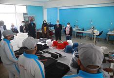 Internos de 'Maranguita' trabajan en la elaboración de prendas para pagar reparación civil