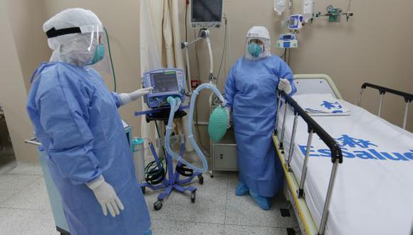 Los pacientes esperan ser atendidos en Unidad de Cuidados Intensivos.  (GEC)