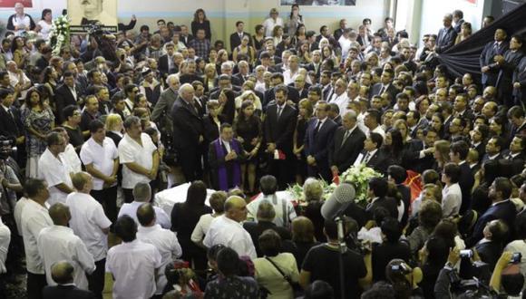 Familiares de Alan García, militantes del Apra y personajes políticos acudieron al velatorio del ex jefe del Estado, el mismo que se llevó a cabo en el Aula Magna de la Casa del Pueblo. (Foto:Anthony Niño de Guzmán/ GEC)