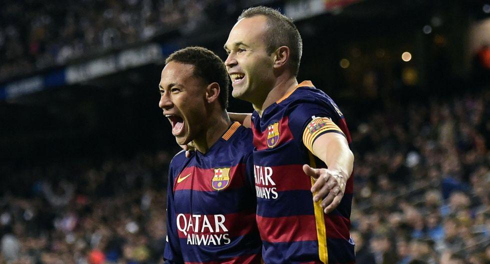 Andrés Iniesta habló sobre Neymar y los rumores que ponen al brasileño en Real Madrid. (Foto: AFP)