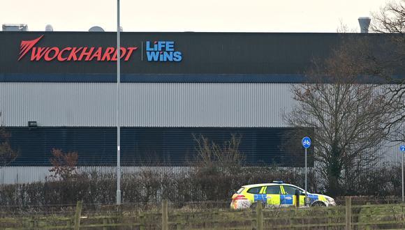 Cordón policial en la fábrica de Wockhardt en Wrexham, al norte de Gales. (Foto: AFP)