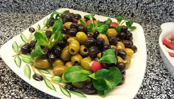 Las aceitunas verdes y negras aportan muchos beneficios a la salud de las personas (Foto: Pixabay)