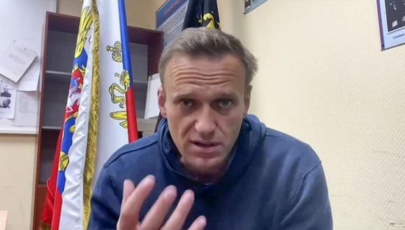 En esta foto de archivo tomada de un video el 18 de enero de 2021 aparece Alexei Navalny hablando mientras espera una audiencia judicial. (Foto: AFP).