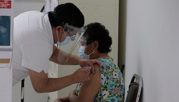 Vacuna COVID-19 para adultos mayores iniciará este lunes 8 de marzo. (Foto: Getty Images).