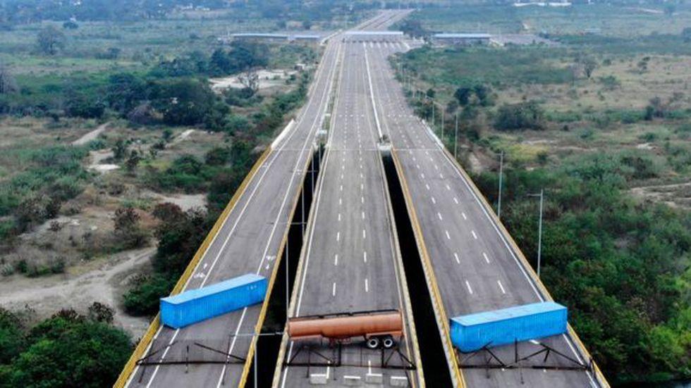 El gobierno de Nicolás Maduro cerró sus fronteras para no permitir el ingreso de la ayuda prometida por Guaidó.