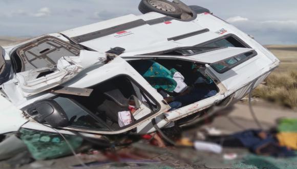 Puno: Violento choque frontal entre camión y miniván repleta de pasajeros deja al menos nueve personas fallecidos y ocho heridos en vía Juliaca - Arequipa. (Foto PNP)