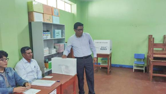 Vicente Zeballos, presidente del Consejo de Ministros, acudió a votar a Moquegua por las elecciones 2020. (Foto: PCM)