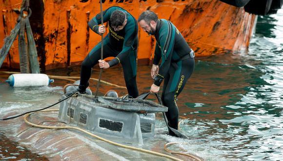 La policía de España reflotó el submarino cargado con toneladas de cocaína. (AFP / Lalo R. Villar).