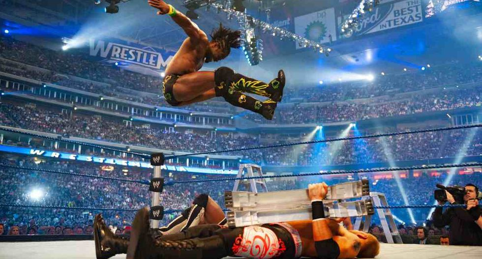 Kofi Kingston no pudo quedarse con el maletín del Money in the Bank, cuyo ganador fue CM Punk. (Foto: WWE)