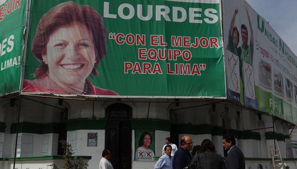 Un cartel de la candidatura municipal de Lourdes Flores en la ciudad de Lima, en una imagen de archivo del 4 de octubre del 2010. (Foto: Dante Piaggio/El Comercio).
