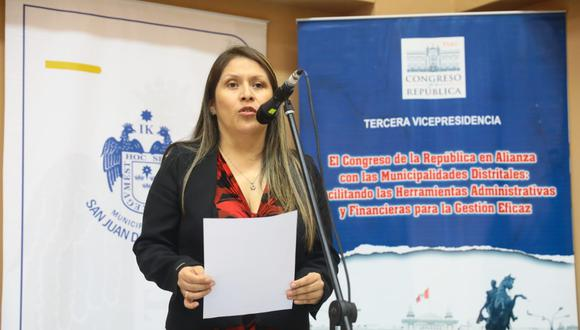 La congresista Yeni Vilcatoma denunció la semana pasada que el presidente del Legislativo, Daniel Salaverry, canceló la emisión de su programa. (Foto: Congreso)