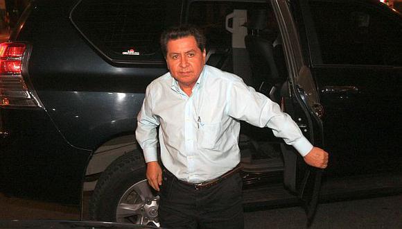 León admite relación profesional con empresa de Sánchez Paredes