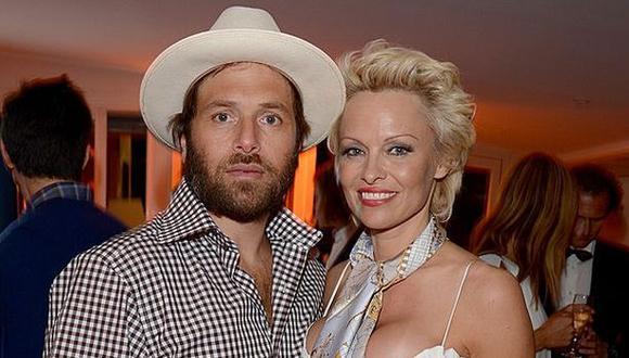 "Ex pareja de Pamela Anderson la acusó de ser ""asesina en serie"""