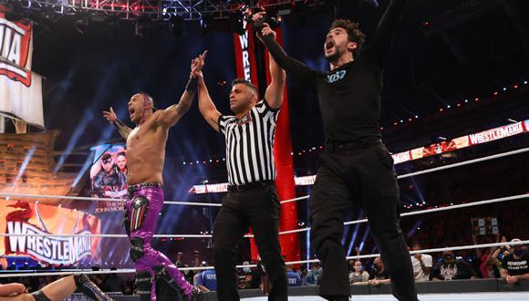 Bad Bunny luchó en pareja con Damian Priest y se llevó la victoria ante The Miz y Morrison | Foto: WWE
