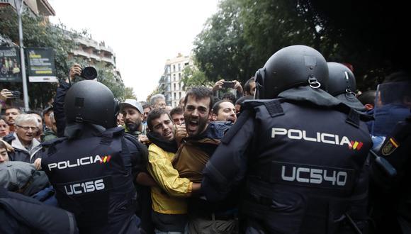 En total, 844 personas fueron atendidas producto de los enfrentamientos con la policía española. (EFE)