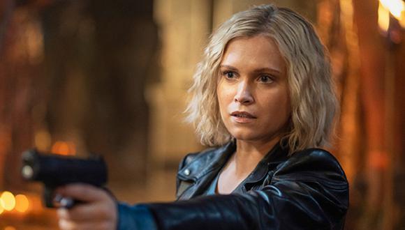 """Clake no tuvo más opción que jalar el gatillo cerca del final de """"The 100"""" (Foto: The CW)"""
