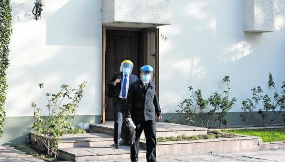 El fiscal José Domingo Pérez realizó una diligencia en la casa de Jorge Peñaranda, investigado por el Caso Lava Jato, el 20 de julio. Ningún agente policial custodiaba la vivienda. (Foto: Andrés Paredes/GEC)
