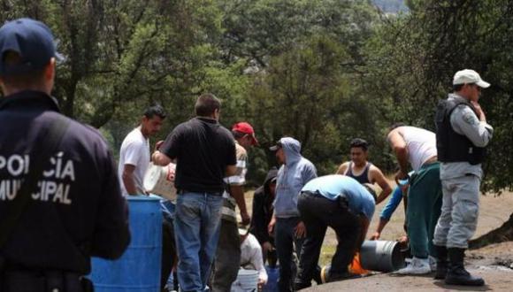 """En las redes, """"huachicol"""" y """"huachicoleros"""" se convirtieron en tendencia debido al desabasto de gasolina y diésel en varios estados de México. (Foto: AFP)"""